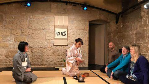 パリ日本文化体験ツアー、まずは、マインドフルネス茶道体験です。