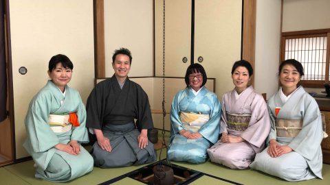 狂言の小笠原先生ご夫妻とともに、NLPトレーナー会メンバーの岩渕邸へお茶事にお伺いしました。